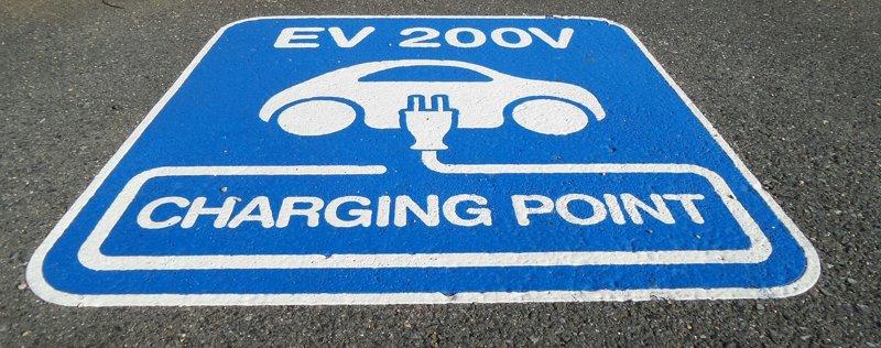 Zasilanie stacji ładowania do samochodu elektrycznego z pomocą fotowoltaiki